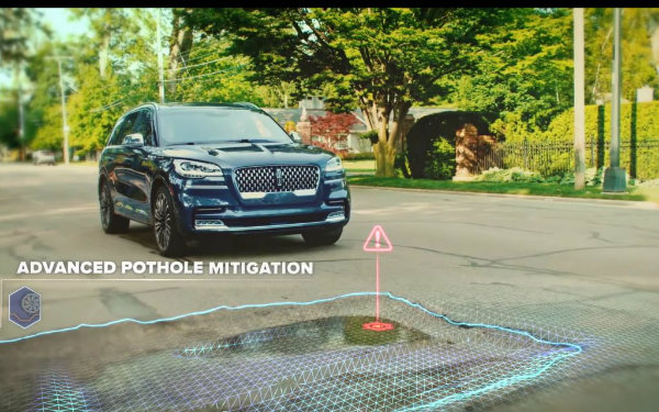 2020-Lincoln-Aviator-Adaptive-Suspension-with-Road-Preview-002-1024x640