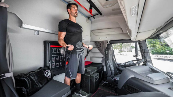 iveco-s-new-semi-is-a-rolling-home-gym-for-on-the-go-fitness (1)