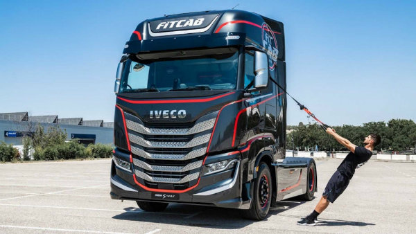 iveco-s-new-semi-is-a-rolling-home-gym-for-on-the-go-fitness (6)
