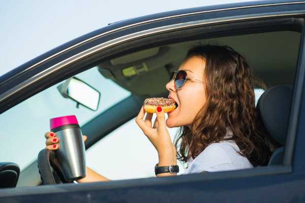 eating-while-driving