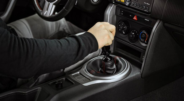 Bad-Driving-Habits-That-Are-Killing-Your-Manual-Car-03